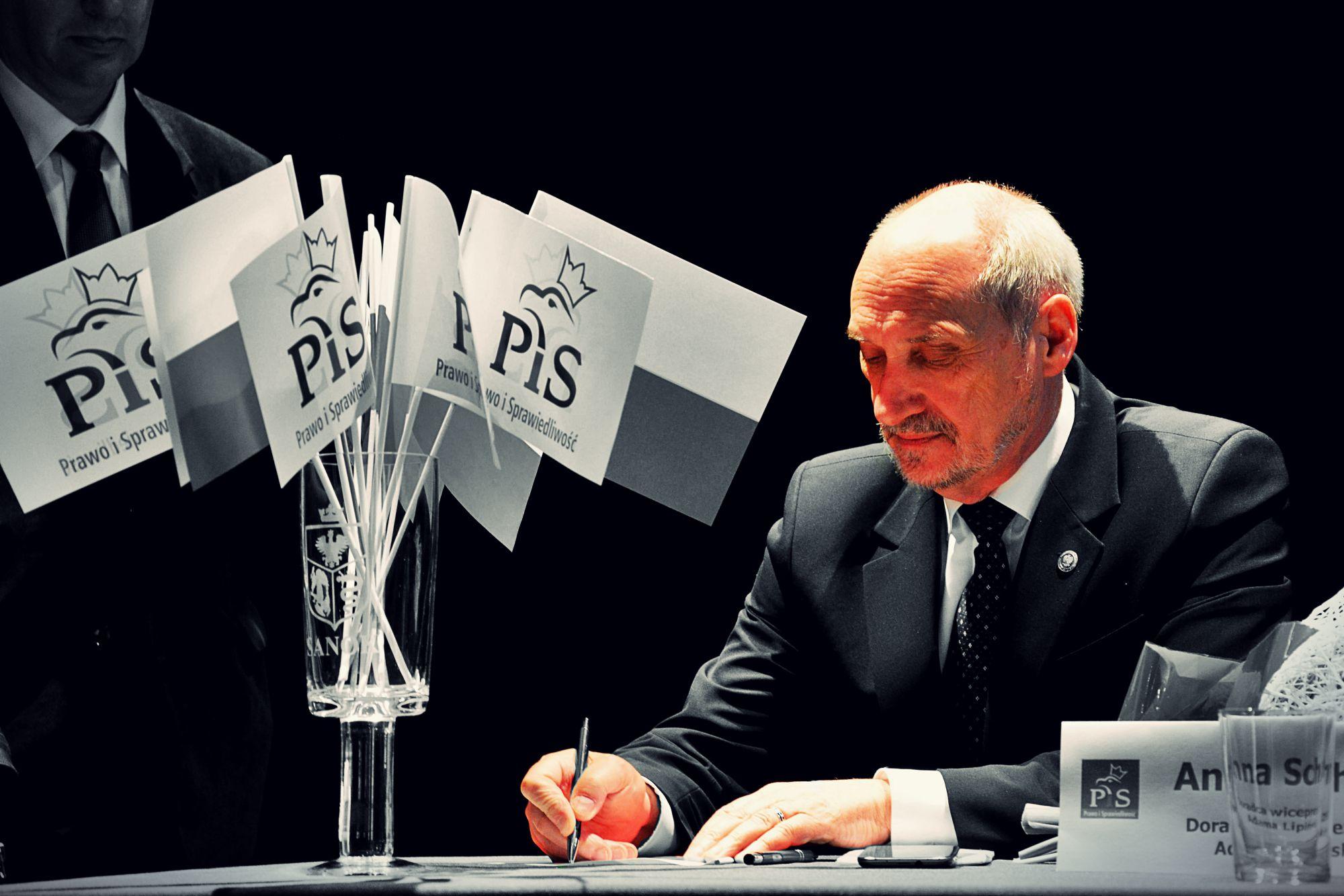 Była minister PiS: Tylko dzięki TEMU Macierewicz został szefem MON