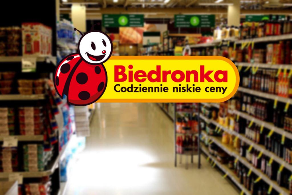 Polacy wyjeżdżali po to za granicę. Wykorzystała to Biedronka!