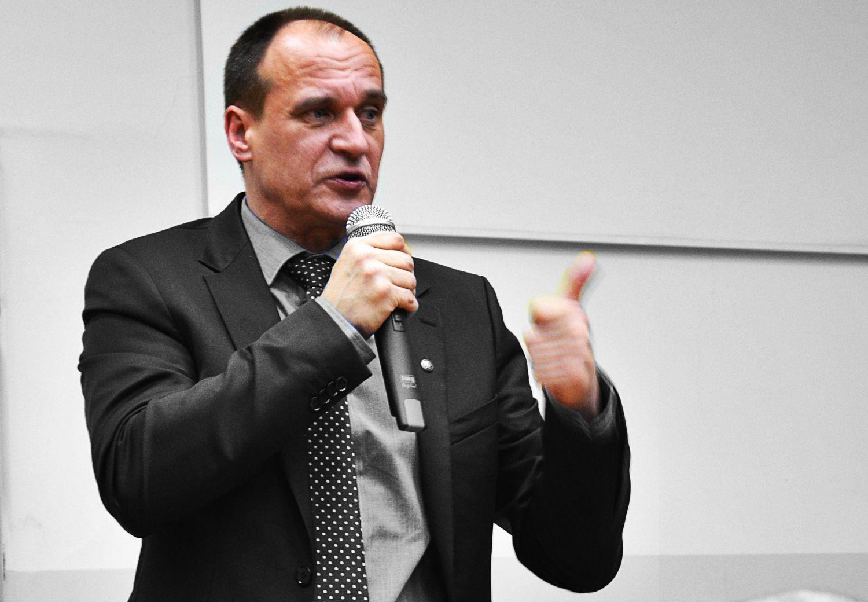 Kukiz: PO rękami PiS gwarantuje sobie udział w dwupartyjnym podziale Polski