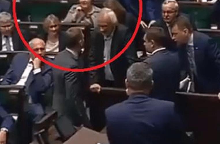 """Posłowie prawie się pobili. MEGA awantura w Sejmie! """"Ty pajacu"""""""