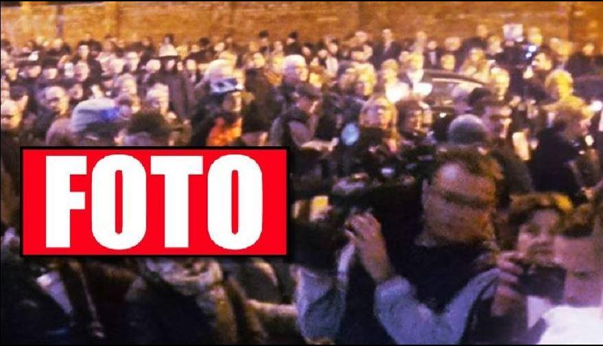 Warszawa: Wściekły tłum zmierza do siedziby PiS, po drodze awantury