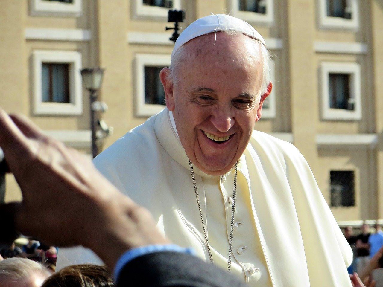 Katolicy są wściekli! Franciszek właśnie OFICJALNIE pozwolił na...