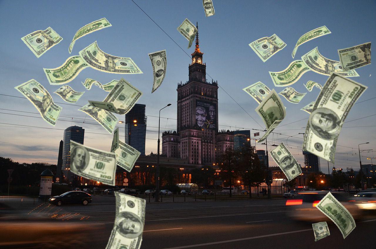 Ile zarabiają kandydaci na prezydenta stolicy? Te kwoty mogą rzucić na kolana
