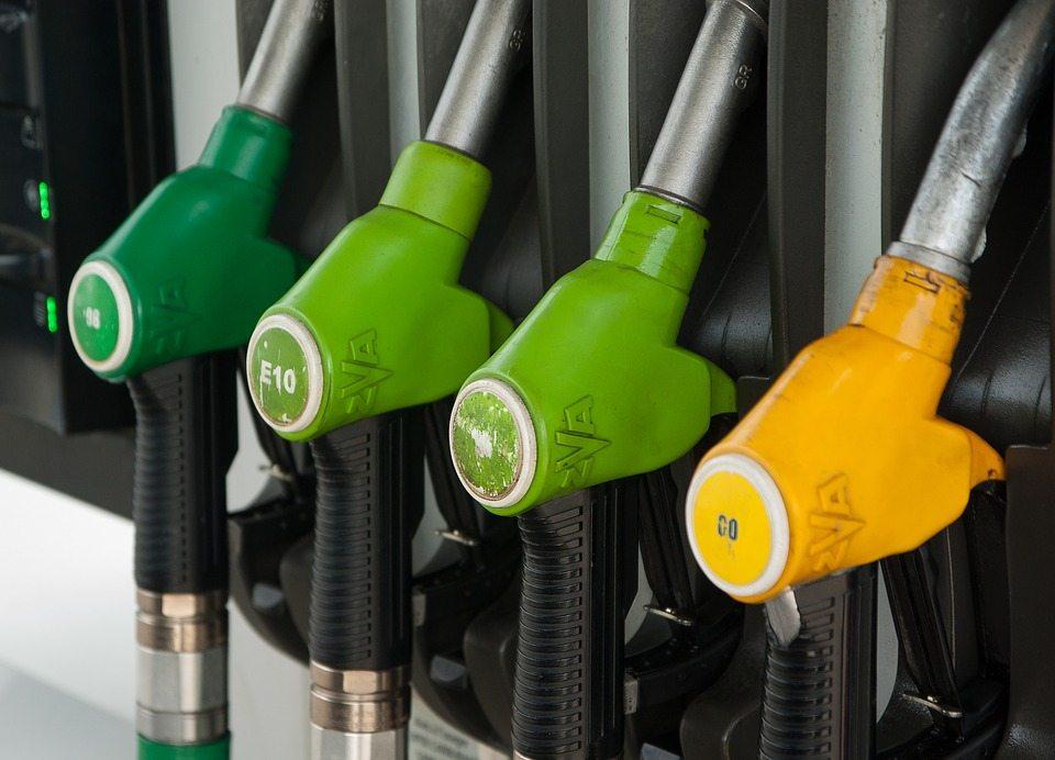 Od przyszłego tygodnia benzyna w Polsce będzie kosztować tyle, że przerzucisz się na wrotki