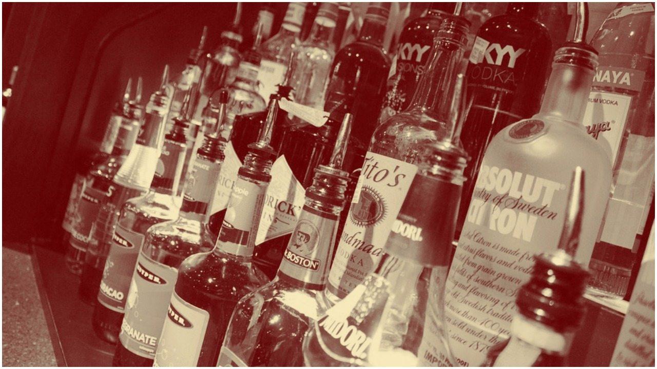 Wraca PRL! Samorządy odbiorą nam picie alkoholu