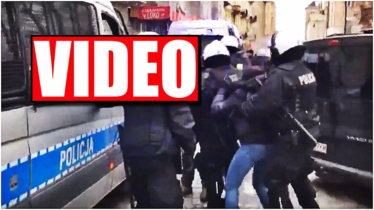 """Szokujące zachowanie policji na Marszu. """"Siadaj KU*WO!"""" do opozycjonistki"""