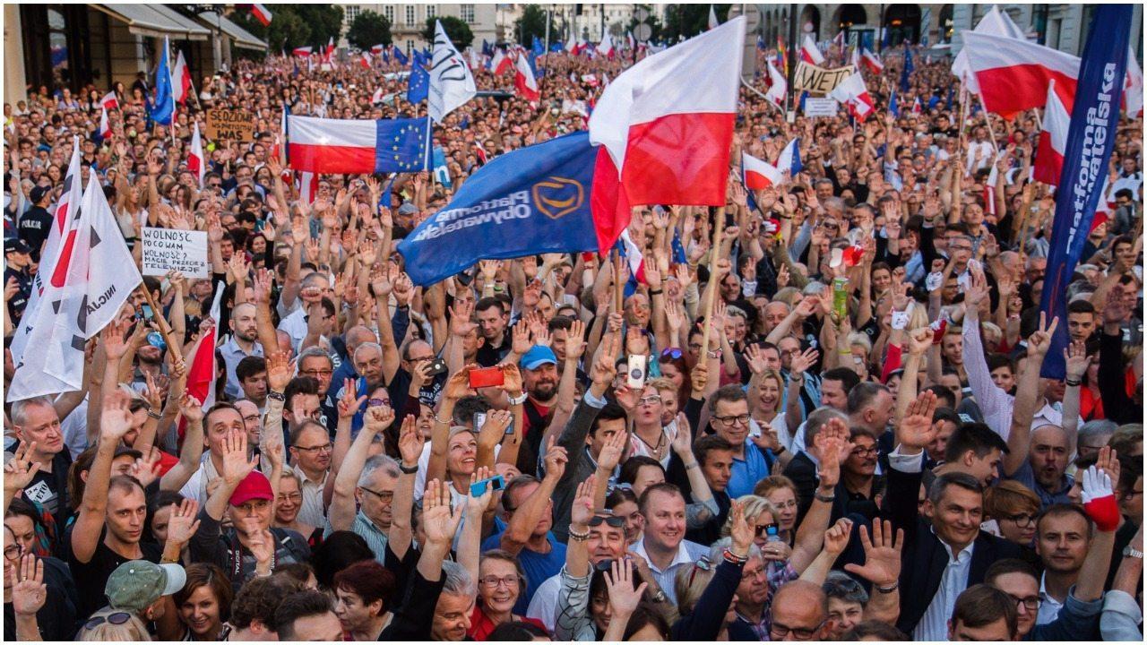 Polacy mają dość. Na ulice może wyjść KILKASET tysięcy ludzi!