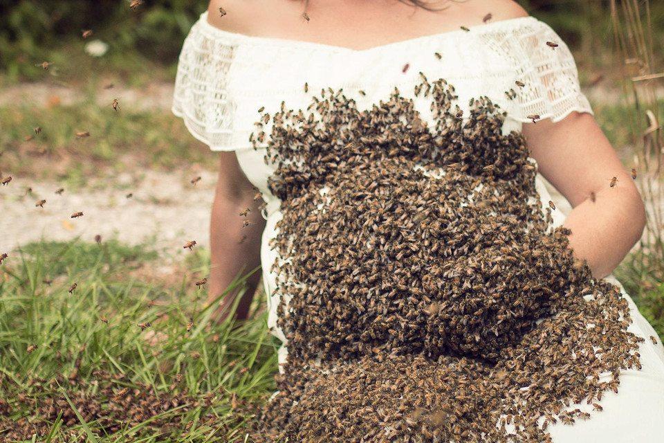 Idiotka! W ciąży robiła sobie selfie z rojem pszczół, dziecko urodziło się martwe