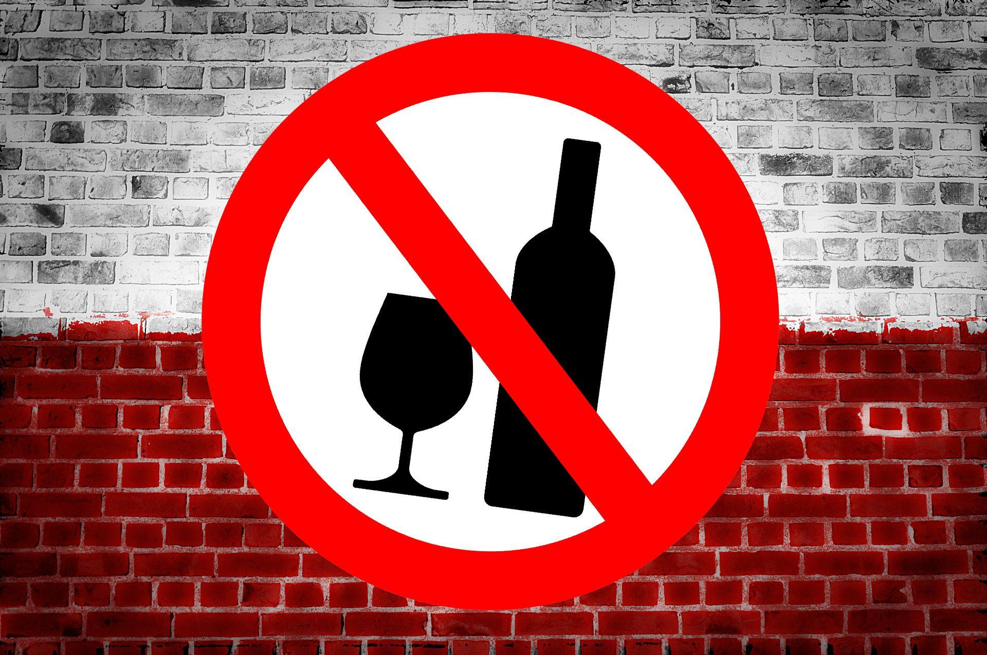 PROHIBICJA w Polsce! Po tej godzinie alkoholu już się nie napijesz