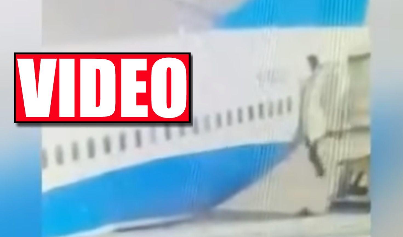 Co się tam dzieje?! Stewardessa po raz drugi wypadła z samolotu