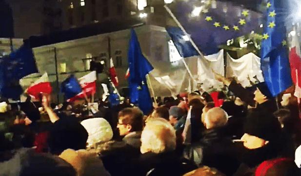 """Warszawa: Największy protest w historii. """"Walczymy do końca!"""""""