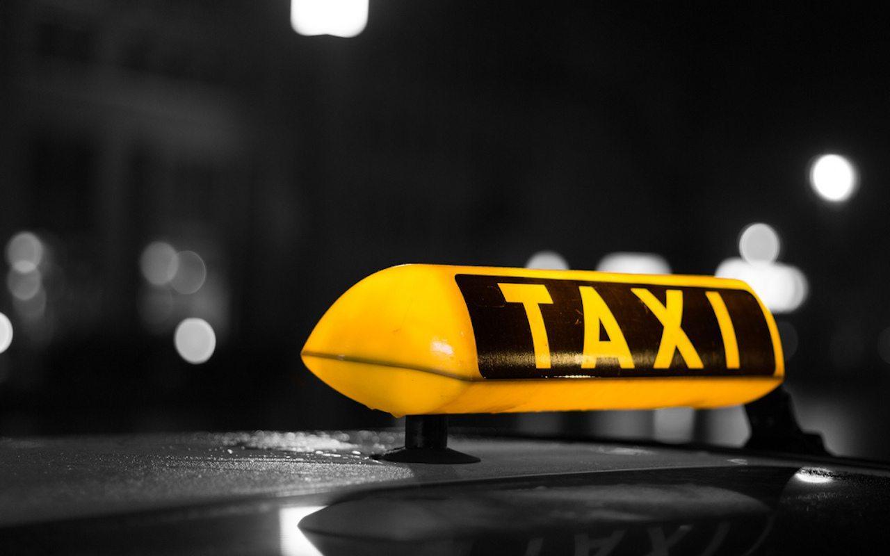 Uwaga, taksówki pułapki w Warszawie! 70 złotych za kilometr