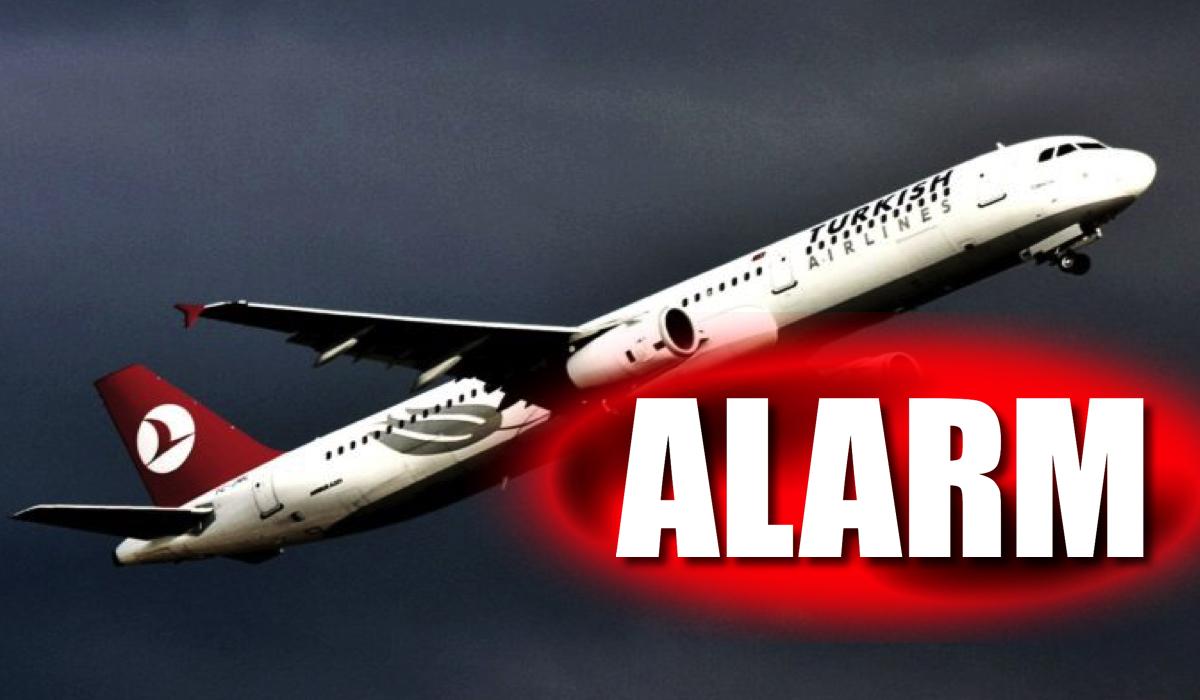 Co się dzieje w środku?! Alarm bombowy na pokładzie LECĄCEGO samolotu!