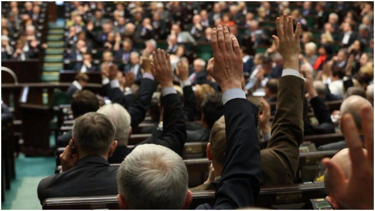 Mamy to! Lista głosujących za ustawą o Sądzie Najwyższym