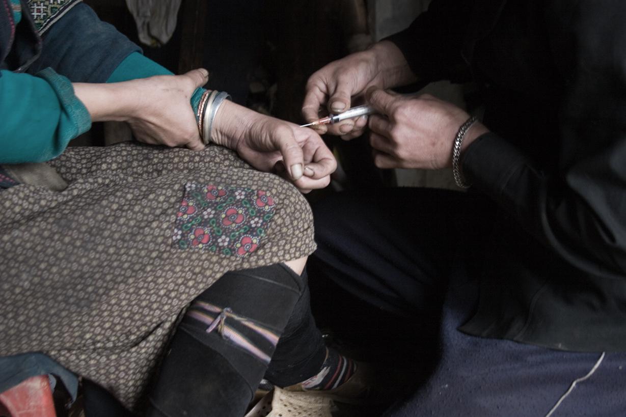 Legalny i gorszy od heroiny. Polacy łamią sobie palce w walce o niego