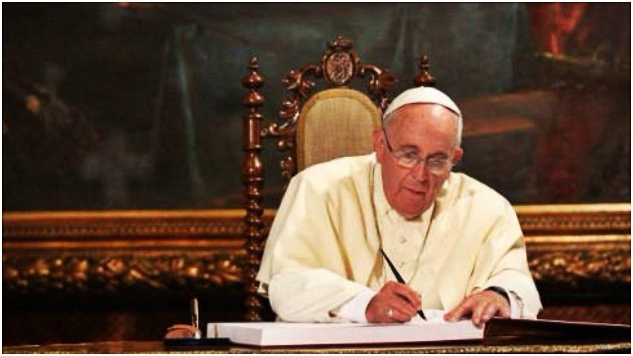 Szokująca teoria! Papież używa agentów do obalenia PiS
