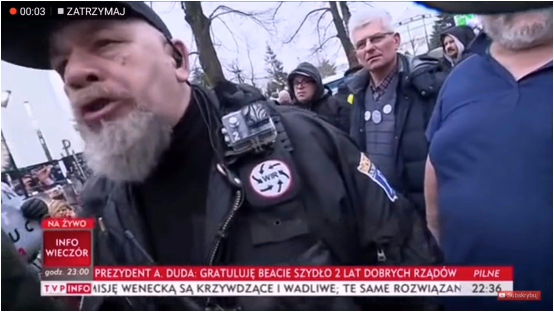 """Dziennikarze TVP brutalnie zaatakowani przed Sejmem. """"Odpuść, do g... się nie przemawia"""""""