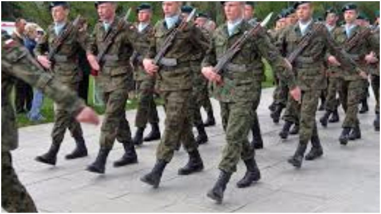 Macierewicz będzie szkolił żołnierzy z... seksu