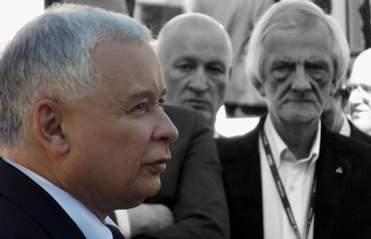 Koszmarny początek roku dla PiS! Seryjne ataki na siedziby partii Kaczyńskiego