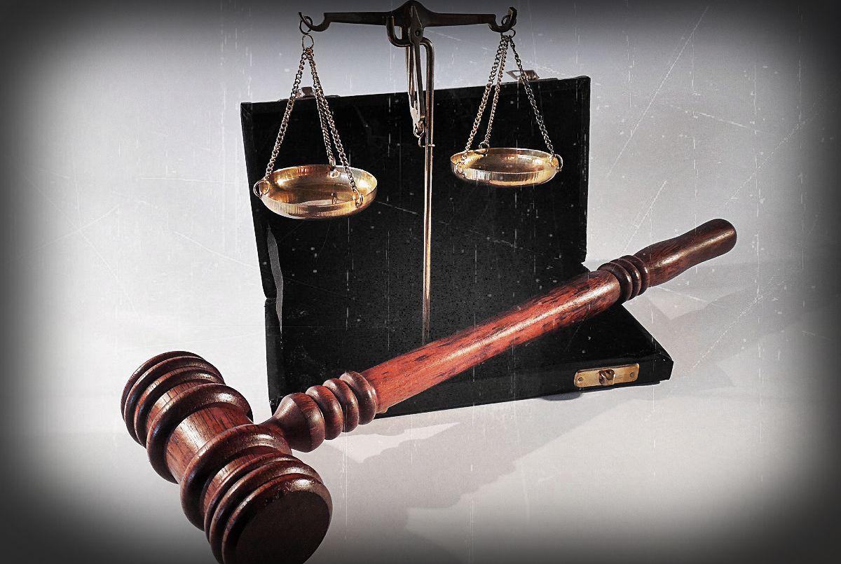 """Sąd OSZALAŁ. Poseł PiS maltretował żonę, wyrok: """"Niska szkodliwość czynu"""""""
