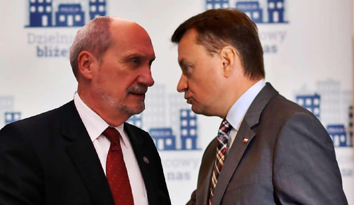 """""""Macierewicz zabarykadował się w biurze"""". Błaszczak jest bezradny"""