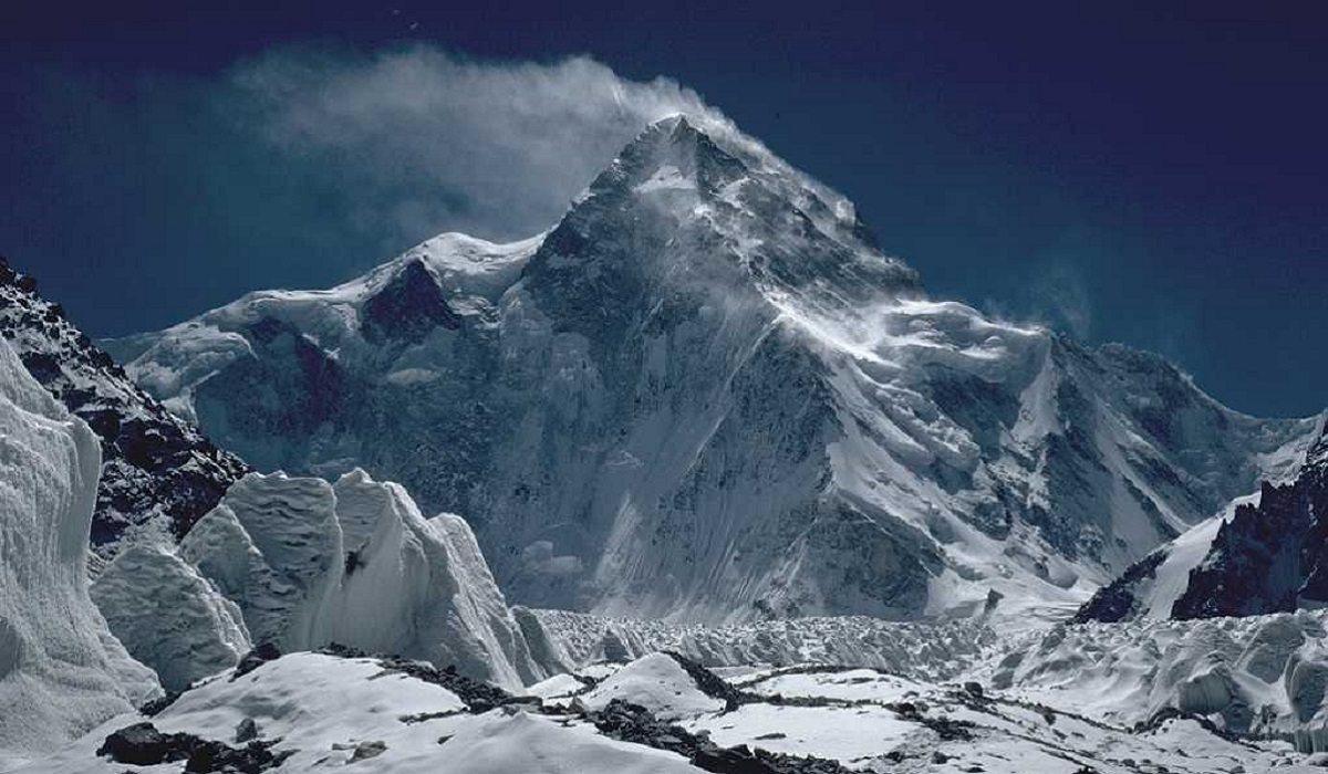 Polak na K2 pilnie potrzebuje pomocy! Gdzie są helikoptery?!