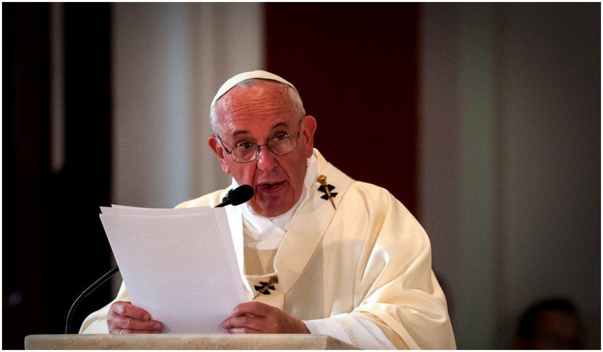 Papież nie wytrzymał. Ekskomunikował księdza za...