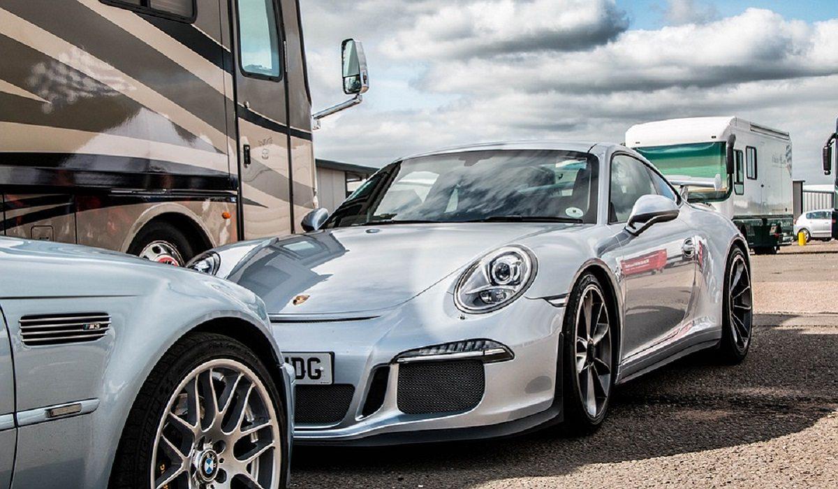 Były mąż Kaczyńskiej twierdzi, że dostał Porsche od bezdomnego
