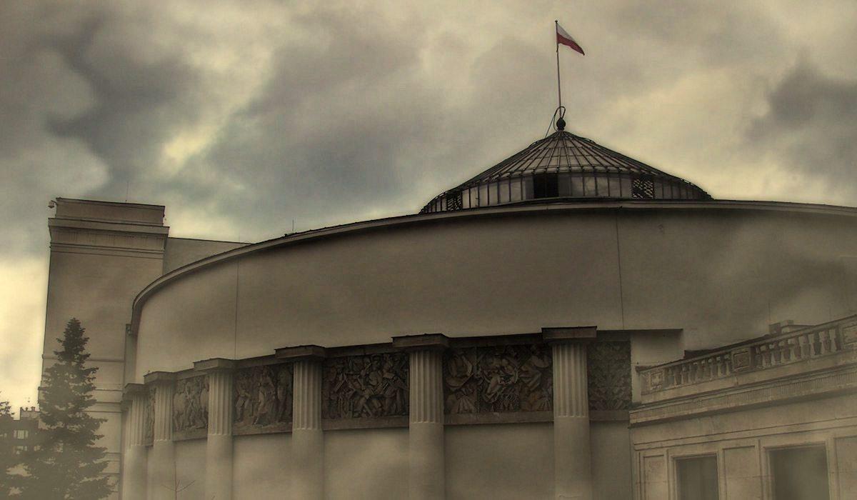 Dzieje się! PiS zmienia regulamin Sejmu opozycja ZAKNEBLOWANA