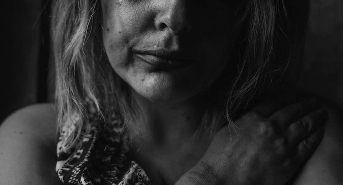 Żona polityka PiS ujawnia ze szczegółami: bił mnie i dusił