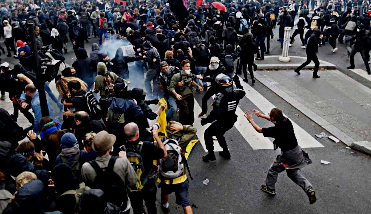 Ludzie wyszli na ulice. Policja zaatakowana, nie żyje 8 osób