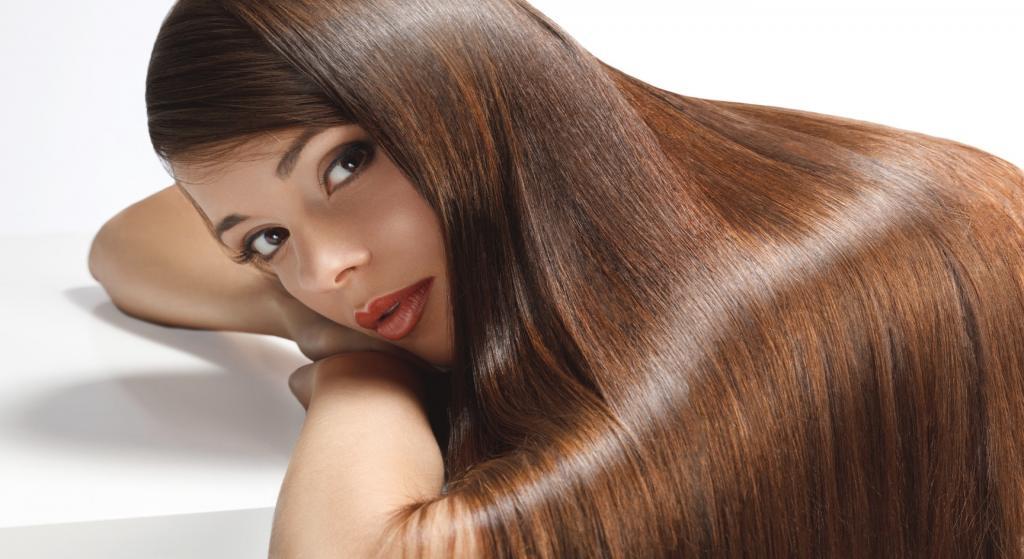 Laminowanie włosów: Co daje i jak to robić?