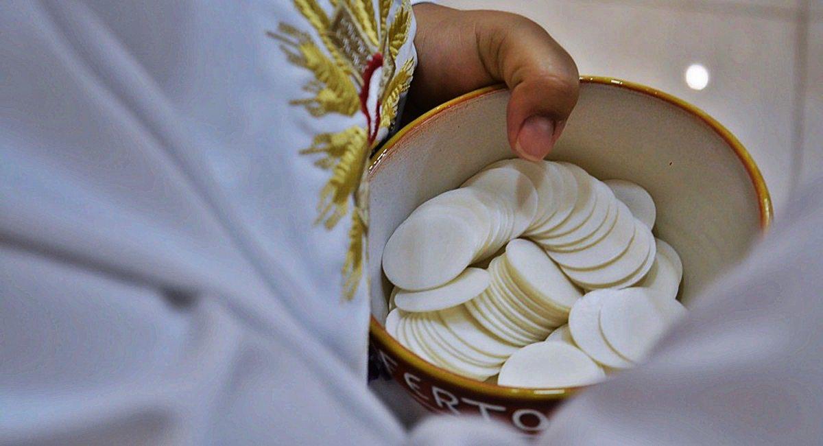 Pierwsza komunia święta tylko dla wybranych. Księża nie dopuszczają chorych dzieci