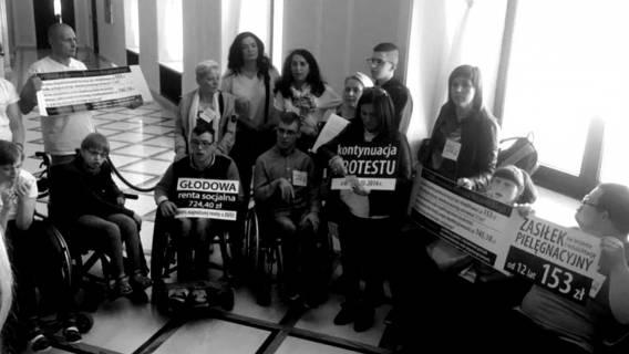 Wstrząsające. Poseł PiS chce wynieść i przekazać policji opiekunów niepełnosprawnych