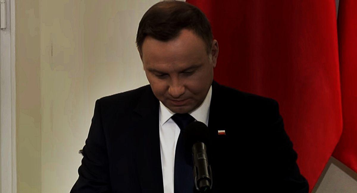 """Andrzej Duda LINCZOWANY przez prawicę! """"Nawet Bronek tak nie robił"""""""