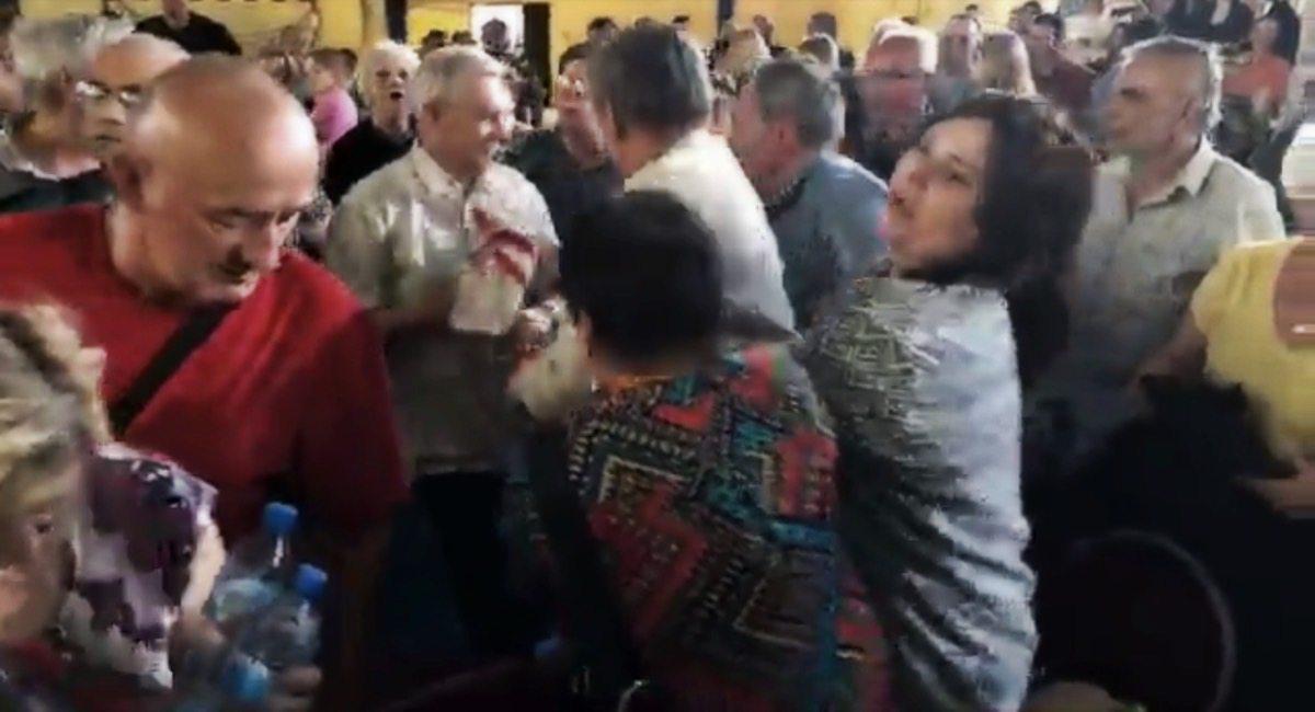 Bijatyka na spotkaniu z Morawieckim! Premier musiał uciekać