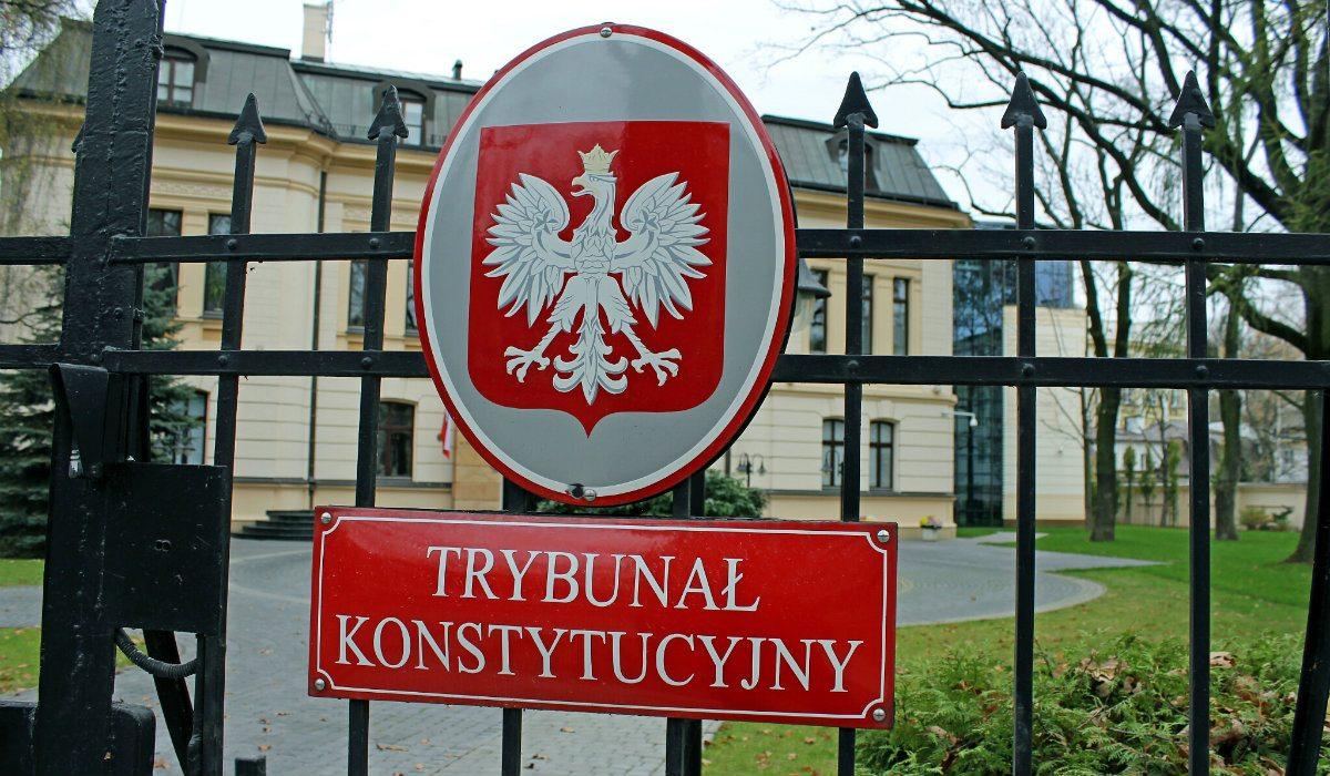 PiS ma problem! Ogromna sieć zaskarżyła do Trybunału zakaz handlu