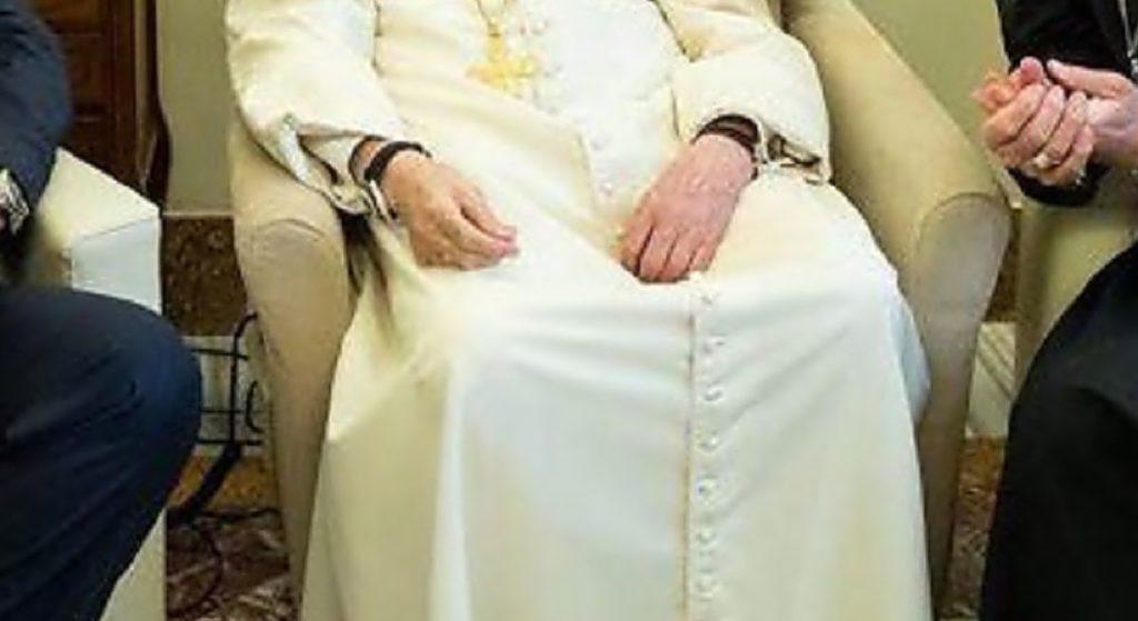 Co za tragedia. Benedykt XVI jest w bardzo złym stanie, zdjęcie mówi wszystko