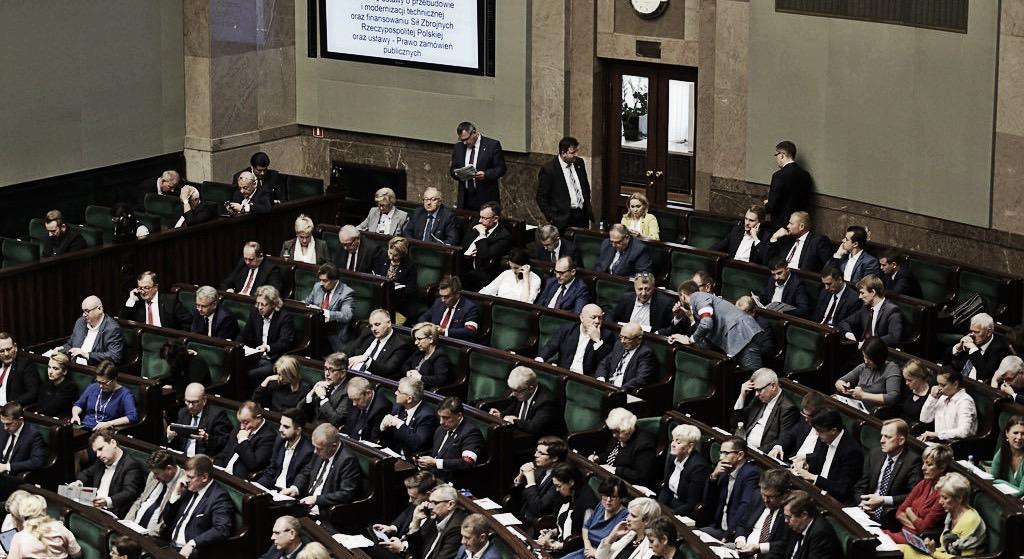 Polityczne trzęsienie ziemi. Cała partia poza Sejmem!