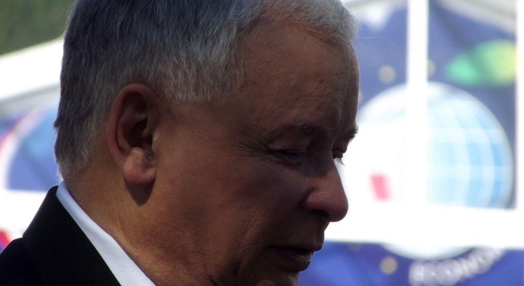 Odlot rzeczniczki PiS. Kaczyński boi się tej afery jak ognia
