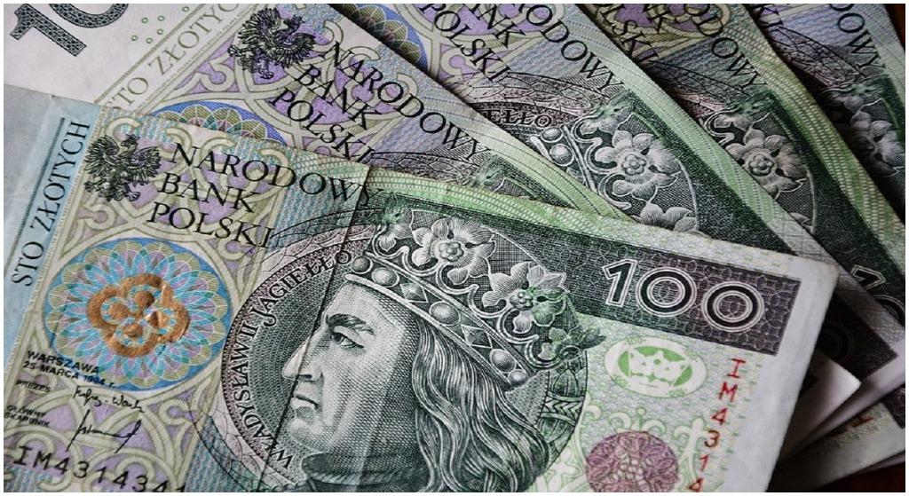 Oszczędności Polaków WYPAROWAŁY. Nie ma ich w bankach!