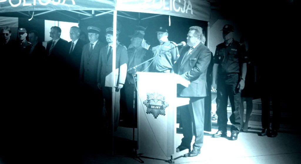 Minister PiS OSZUKAŁ policjantów?! Jest pod ostrzałem