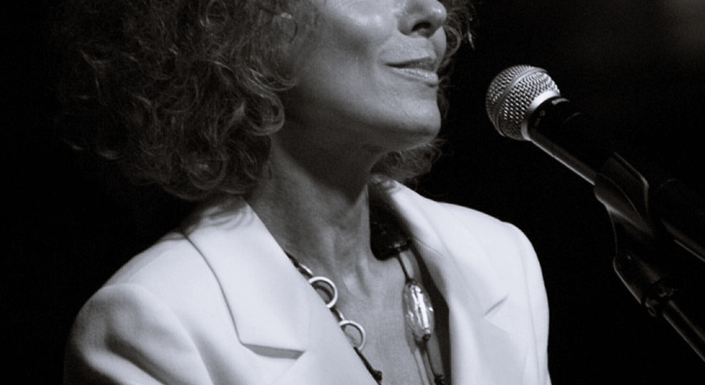 Horror kultowej polskiej piosenkarki. By się utrzymać, musi sprzedać dom