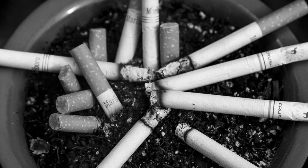 Palisz papierosy? Masz problem, rząd PiS wypowiada wojnę palaczom