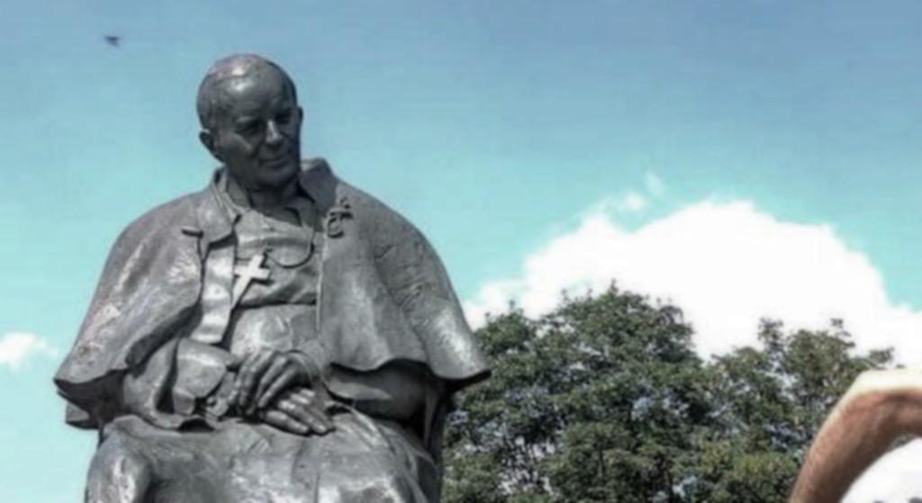 Artysta sprofanował pomnik Jana Pawła II! Polacy są wściekli