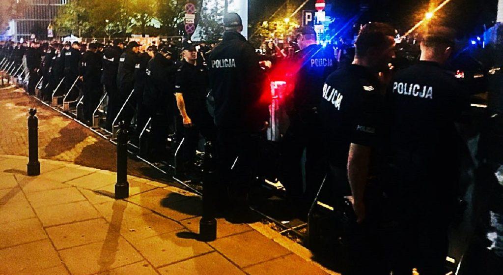 Policja bierze się za posłów opozycji! To nie żart, zaczyna się