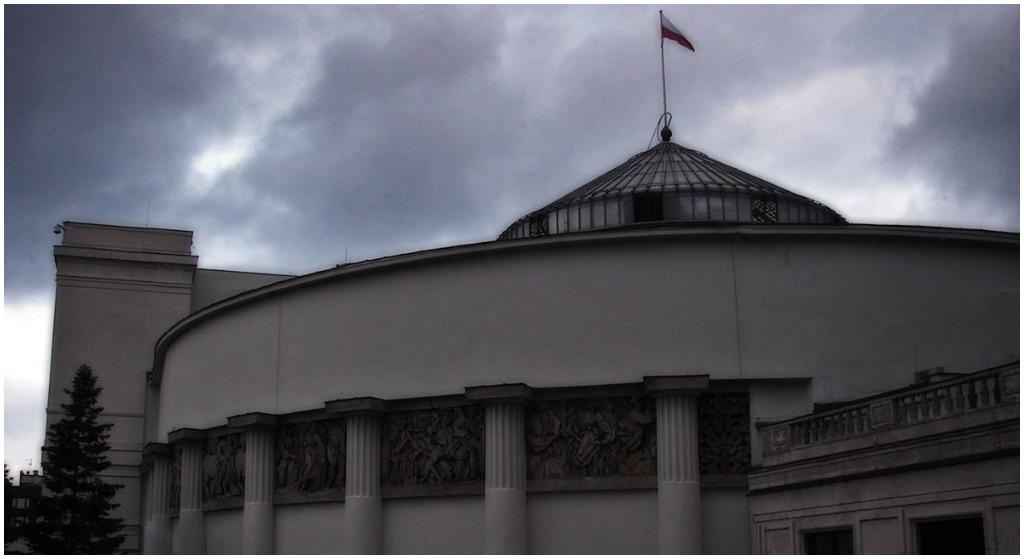 Co tam się stało?! Czołowi politycy wwieźli do Sejmu ludzi W BAGAŻNIKU, wtedy się zaczęło