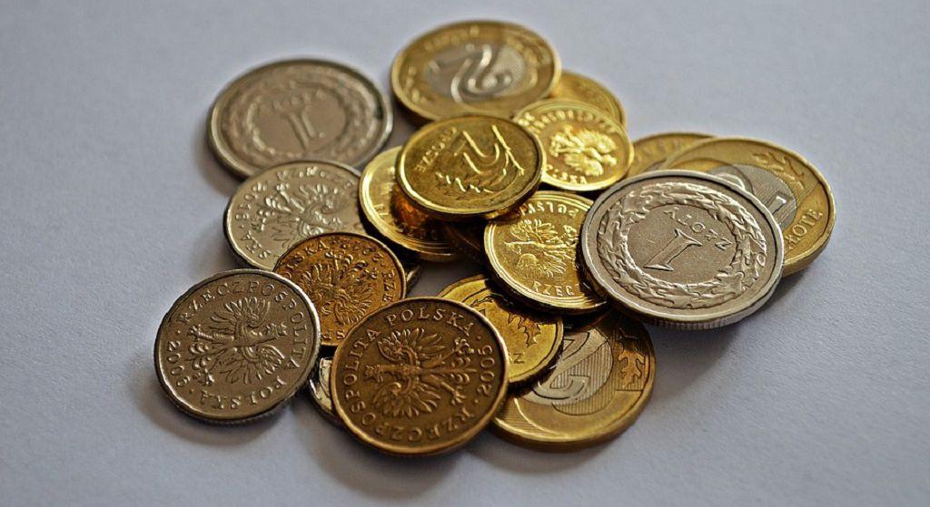 Afera z emeryturami! Miliony Polaków dostały kilkaset złotych mniej