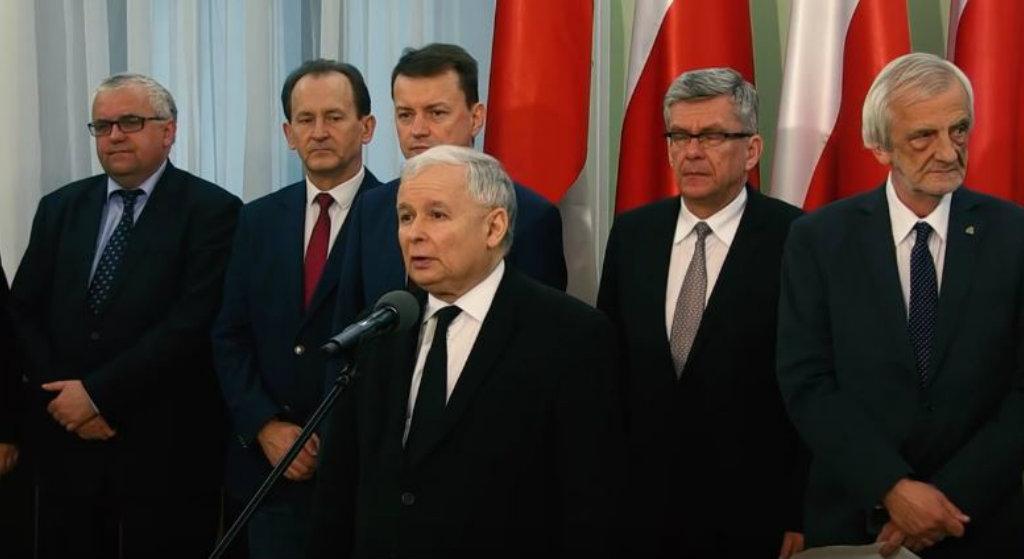 """B. Premier: To NIE Kaczyński rządzi Polską. Oto """"oligarcha"""", który nim kieruje"""