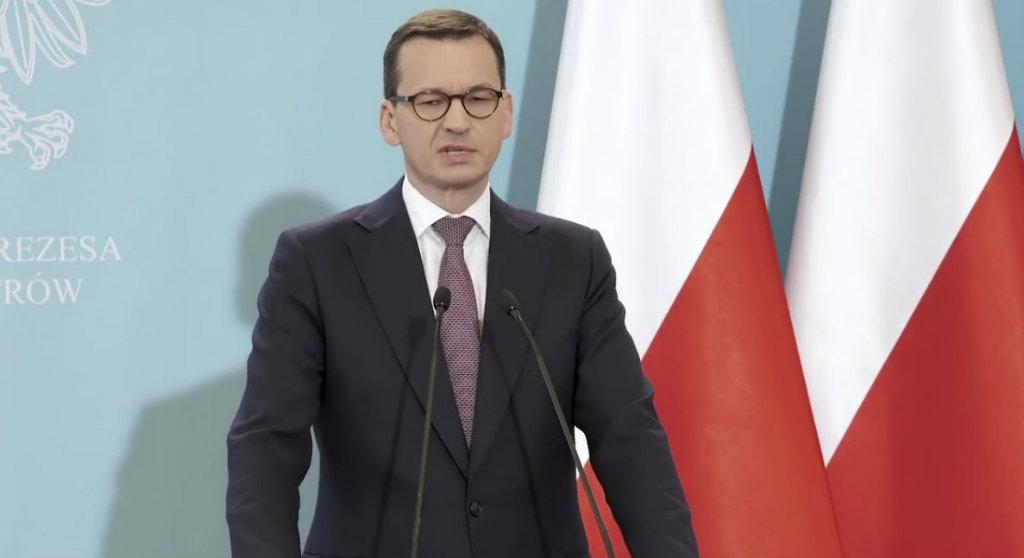 Afera wokół Morawieckiego! Jeden podpis wywrócił Polskę do góry nogami